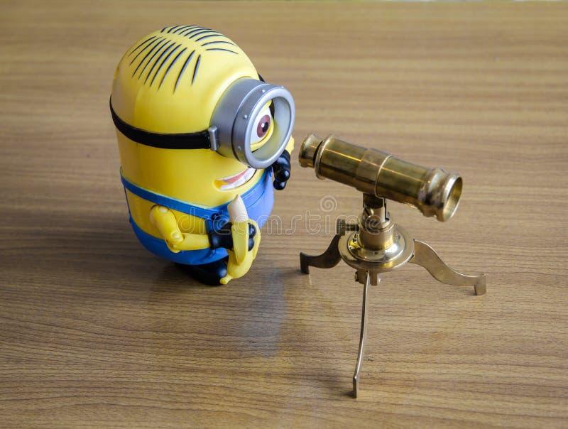 Subordinados con el telescopio foto de archivo libre de regalías