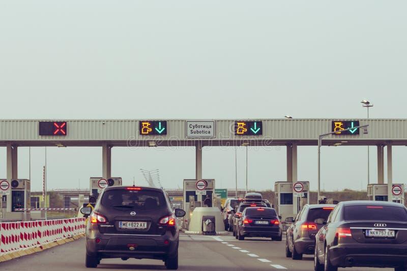 Subotica, Sérvia - 26 de julho de 2019: estrada de portagem na Sérvia, tráfego capturado na autoestrada na Sérvia imagem de stock