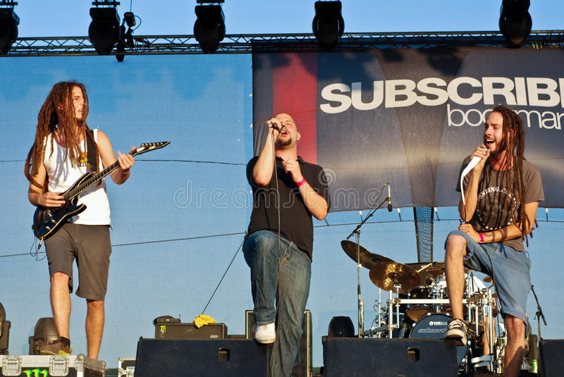 Download Subscribe Performing Live At Peninsula Festival Editorial Stock Image - Image: 20919004