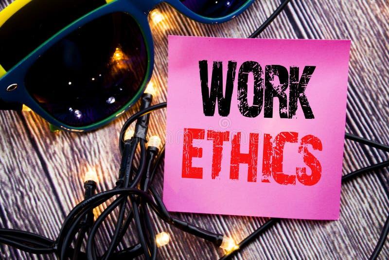 Subtítulo do texto da escrita da mão que mostra éticas de trabalho Conceito do negócio para os princípios de benefício morais esc foto de stock