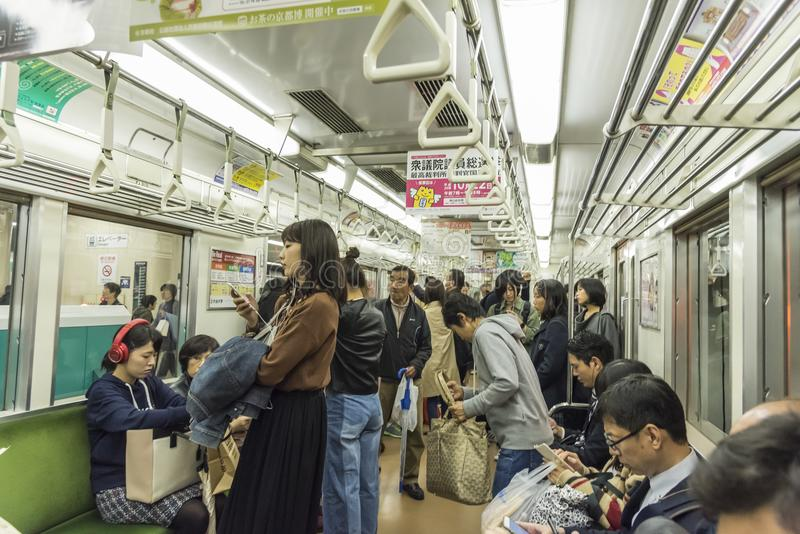 Subterráneo a bordo Japón de Kyoto del tren de la gente fotos de archivo libres de regalías