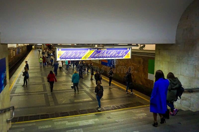 Subterráneo de Minsk abajo imagenes de archivo