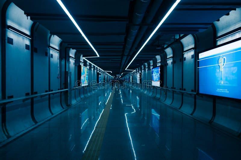 Subterráneo a la estación de tren en China imagenes de archivo