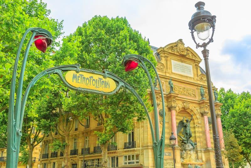 Subterrâneo assine dentro Paris imagem de stock royalty free