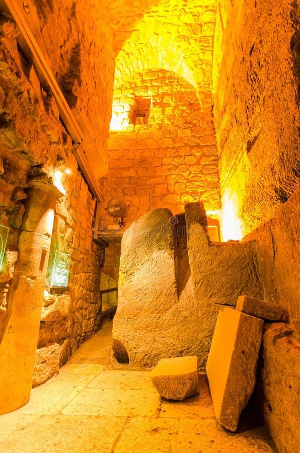 Subterrâneo da rua de Herodian nos túneis ocidentais da parede no Jerusalém, Israel fotografia de stock