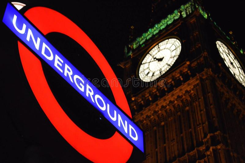 Subterrâneo e Big Ben de Londres imagem de stock royalty free