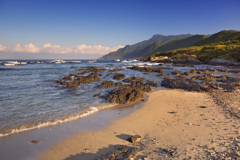 Subtropisch strand op Yakushima-Eiland, Japan stock foto's