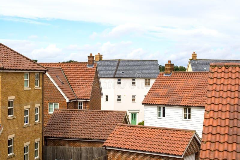 suburbia Camere su un insediamento suburbano moderno immagini stock