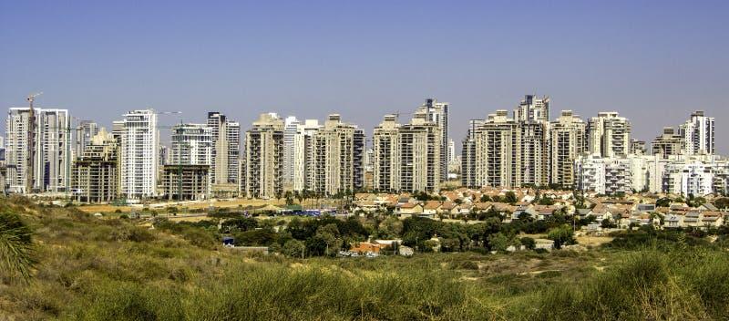 suburbio de la ciudad en la distancia fotografía de archivo libre de regalías