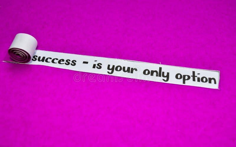 Succès - est votre seul texte d'option, concept d'inspiration, de motivation et d'affaires sur le papier déchiré pourpre photographie stock