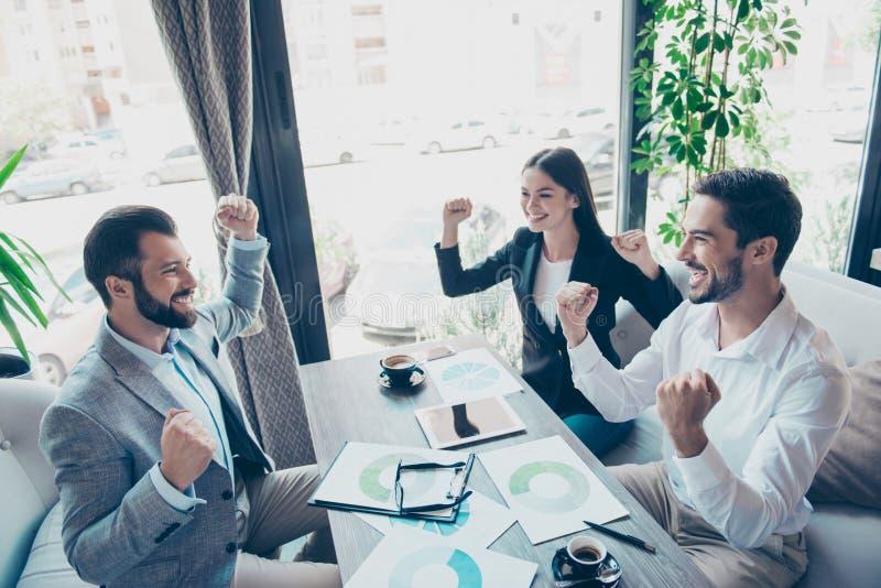 Succes en het concept van het teamwerk Groep partners met r stock fotografie