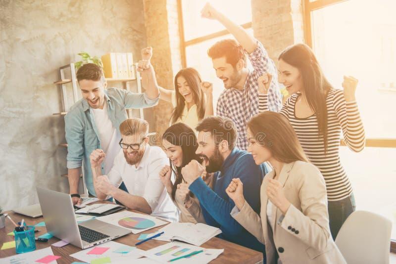 Succes en het concept van het teamwerk Groep partners met r stock foto's