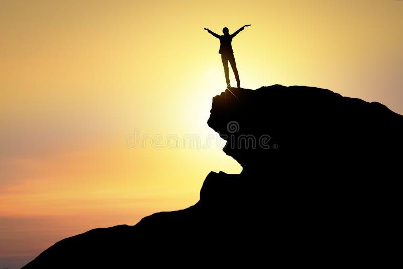 Succes en winnaarconcept silhouet van gelukkige bedrijfsvrouw s royalty-vrije stock foto