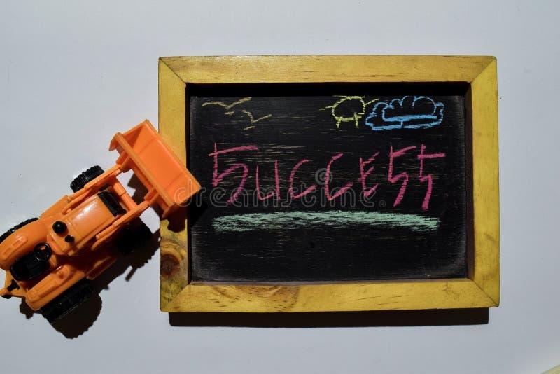 Succes op uitdrukkings kleurrijke met de hand geschreven op bord stock fotografie