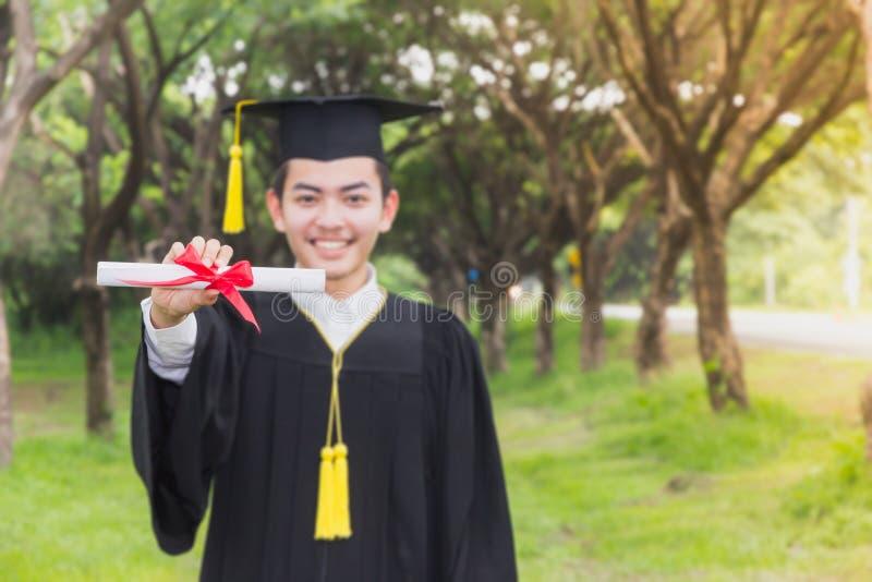 Succes van de graduatie het Gediplomeerde toekenning stock foto