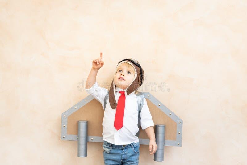 Succes, verbeeldings en innovatietechnologieconcept stock foto's