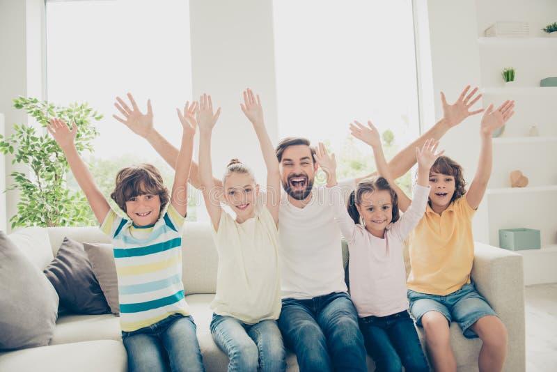 Succes, winst, winnaar, concept Vrije tijd samen Grappige familiepe royalty-vrije stock afbeelding