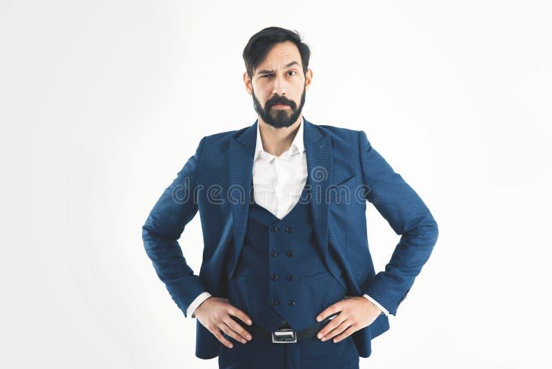 Succesconcept in zaken - zeker zakenman bevindend verstand royalty-vrije stock foto