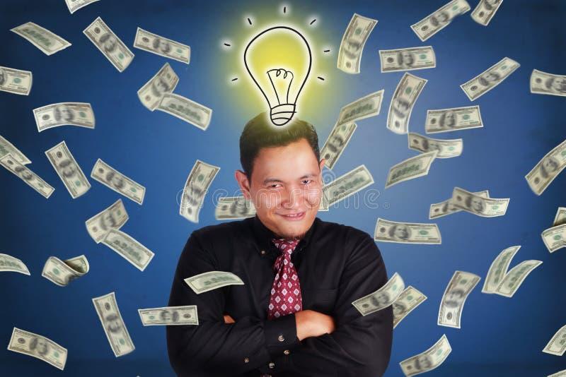 Succesfull商人,财富从想法的金钱雨 免版税库存图片
