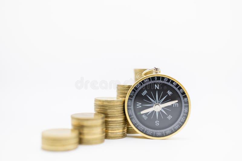 Successie, Financiën die, Zaken, Geld, Veiligheid, en Concept plannen bewaren Sluit omhoog van kompas met stapel gouden muntstukk stock foto's