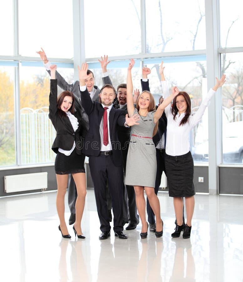 Succesvol commercieel team die samen lachen royalty-vrije stock afbeelding