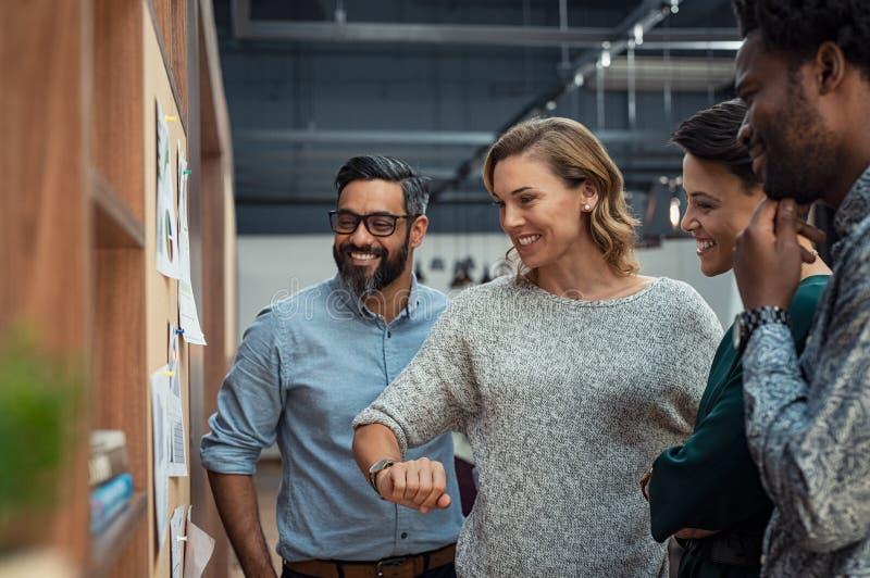 Succesvol commercieel team op vergadering stock foto
