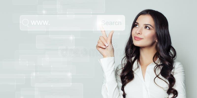Succesvolle bedrijfsvrouw die aan lege adresbar richten royalty-vrije stock afbeeldingen