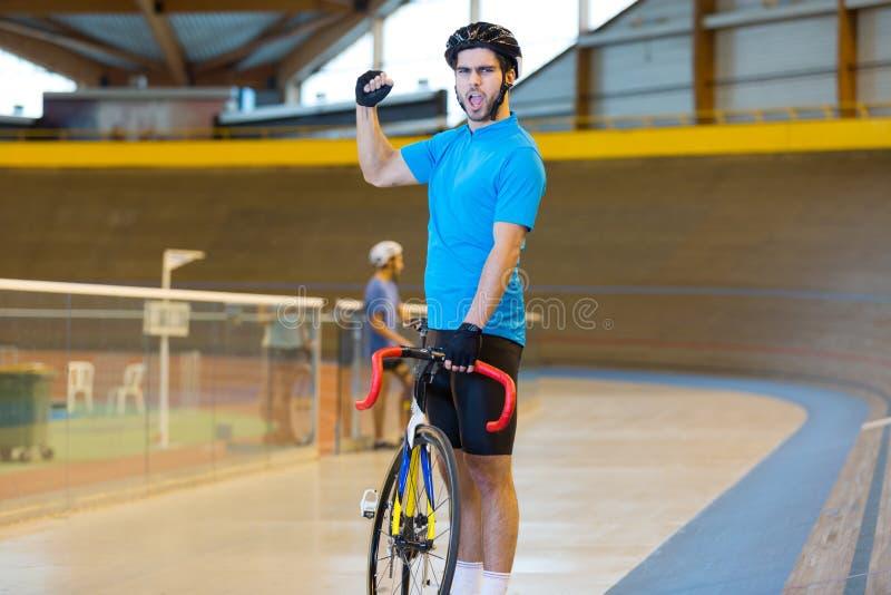 Succesvolle fietser tilt hand royalty-vrije stock afbeelding
