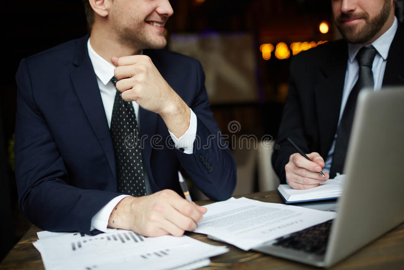 Succesvolle Financiënpartners stock afbeeldingen
