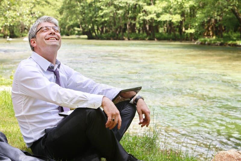 Succesvolle gelukkige zakenman royalty-vrije stock foto's