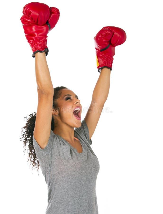 Succesvolle jonge donkerbruine vrouwelijke bokser royalty-vrije stock afbeeldingen