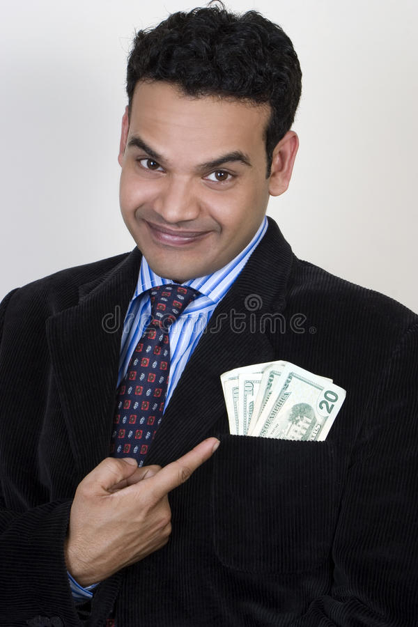 Succesvolle jonge Indiër met geld in zak stock fotografie