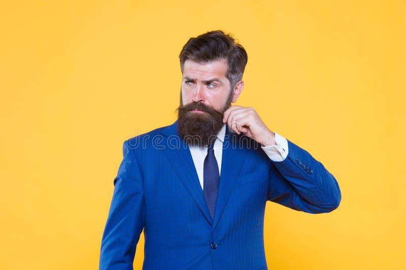 Succesvolle knappe hipster hoogste manager Herenkapper en stilist Knap kerelconcept Omdat u met een waarde van het zeker stock fotografie