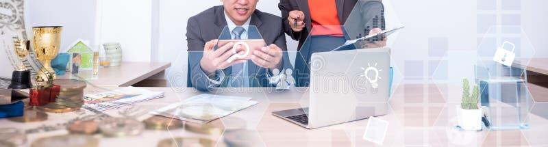 Succesvolle zaken en groepswerk, Fintech voor doel en KPI stock fotografie