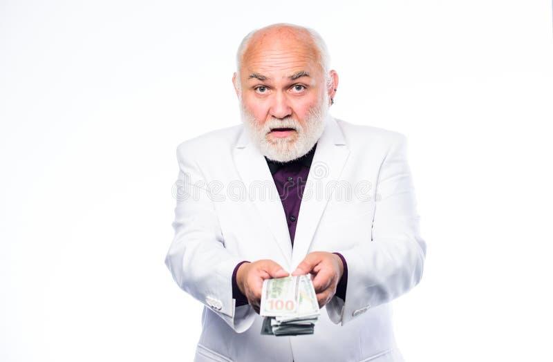 Succesvolle zakenman rijpe gebaarde mens met dollarbankbiljetten Bedrijfs succes rijkdom Pensionering Gelukkige loterij royalty-vrije stock foto's