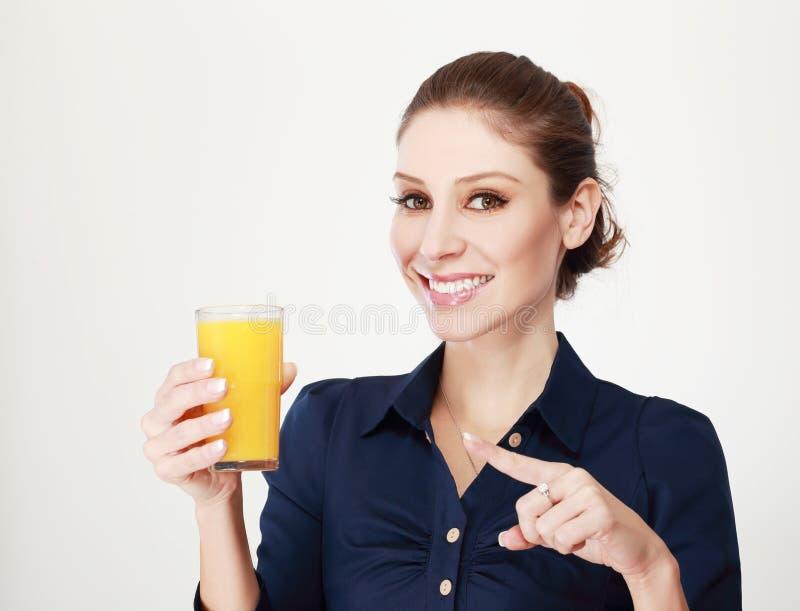 Succo d'arancia della donna fotografia stock