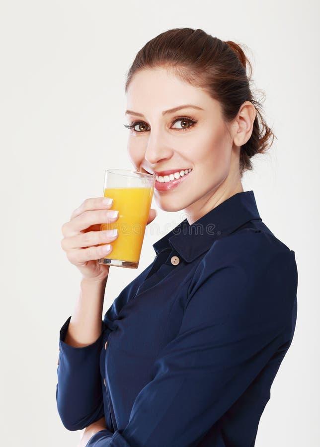 Succo d'arancia della donna fotografie stock libere da diritti