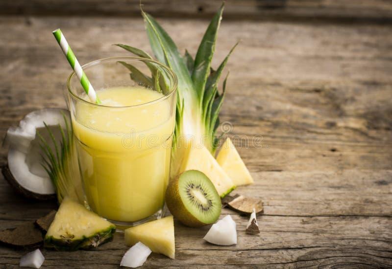 Succo di ananas immagini stock