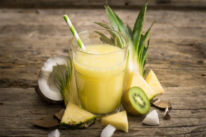 Succo di ananas fotografie stock libere da diritti