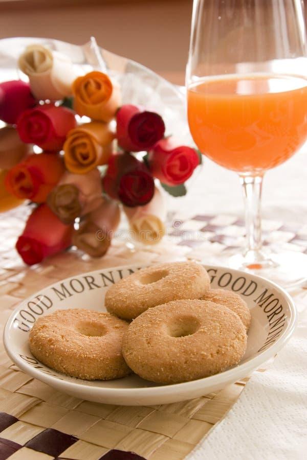 Succo di arancia e buiscuits