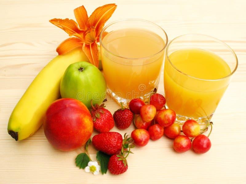Succo di arancia e frutta fresca immagine stock libera da diritti