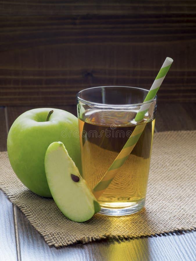 Succo di mele fresco immagine stock
