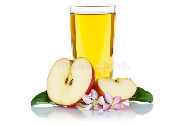 Succo di mele in una frutta fresca della frutta di vetro delle mele isolato sul whi immagine stock