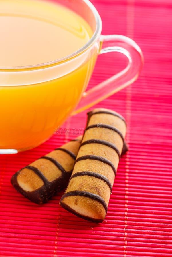 Succo e biscotti di arancia fotografia stock libera da diritti