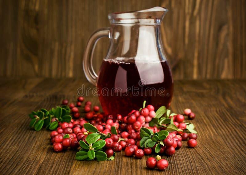Succo e mirtilli rossi di mirtillo rosso immagine stock