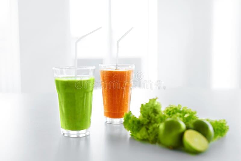 Succo fresco Smoothie verde Dieta della disintossicazione Cibo sano, alimento, fotografia stock