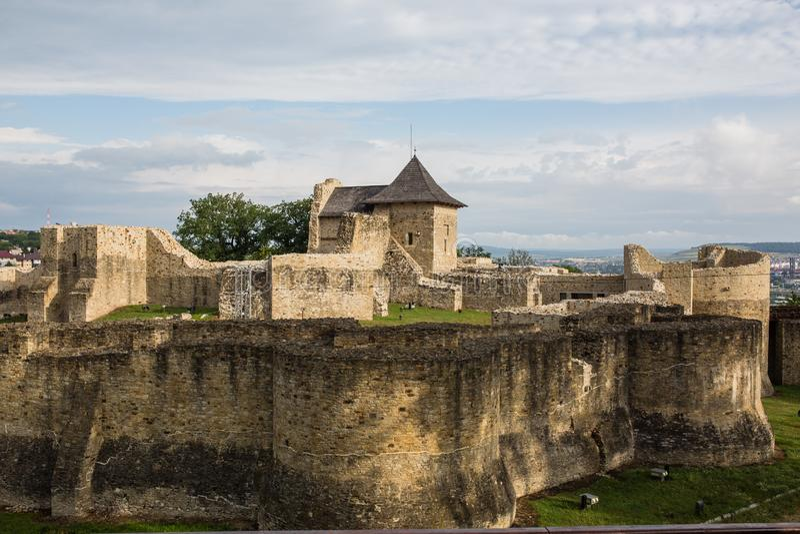 Suceava, Roumanie - 16 JUILLET 2017 : Ancienne forteresse royale de Suceava en Roumanie image stock