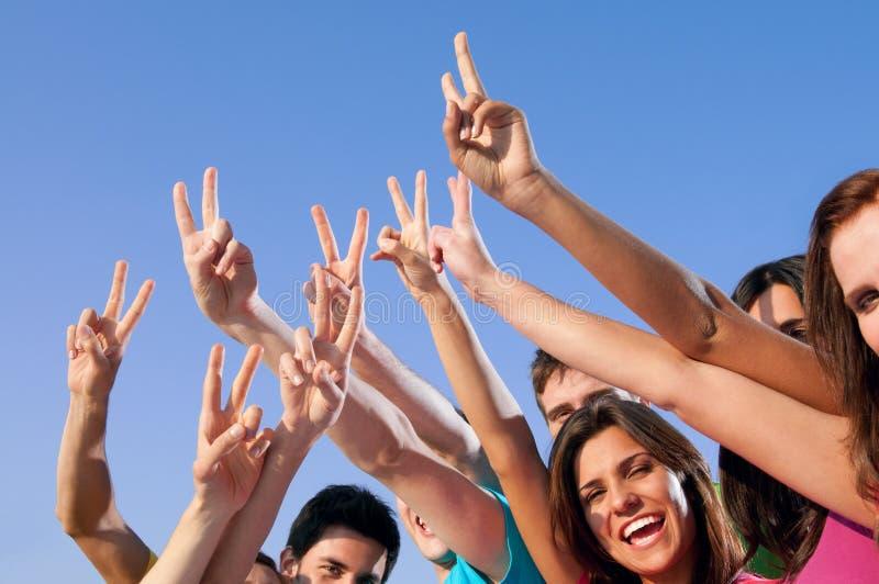 Sucesso alegre dos jovens imagens de stock royalty free