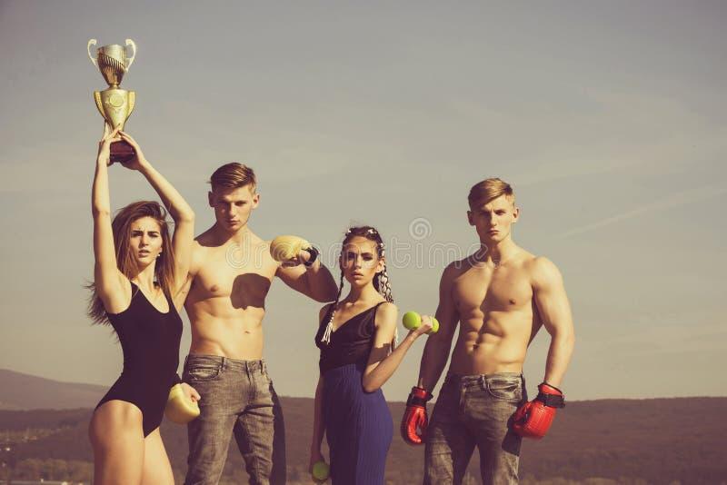 Sucesso da equipe grupo de pessoas ou equipe de esporte de mulheres dos homens fotos de stock royalty free
