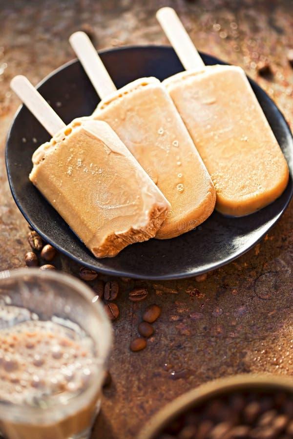 Sucettes glacées de café photographie stock libre de droits